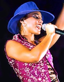 Alicia Keys dalam pertunjukan di Frankfurt, Hesse, Jerman tahun 2002