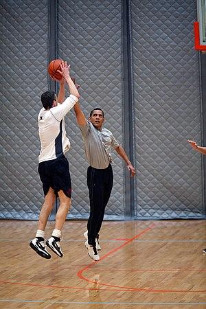 English: President Barack Obama plays basketba...