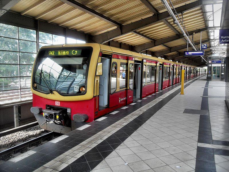 File:Berlin- Bahnhof Westkreuz- Richtung Nord- S-Bahn Berlin DBAG-Baureihe 481 10.8.2009.jpg