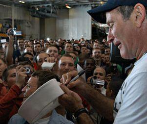 Robin Williams USS Enterprise3