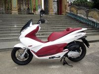 Modern Vespa : White - the new Red
