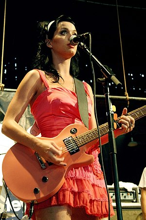 English: Katy Perry performing at the 2008 War...