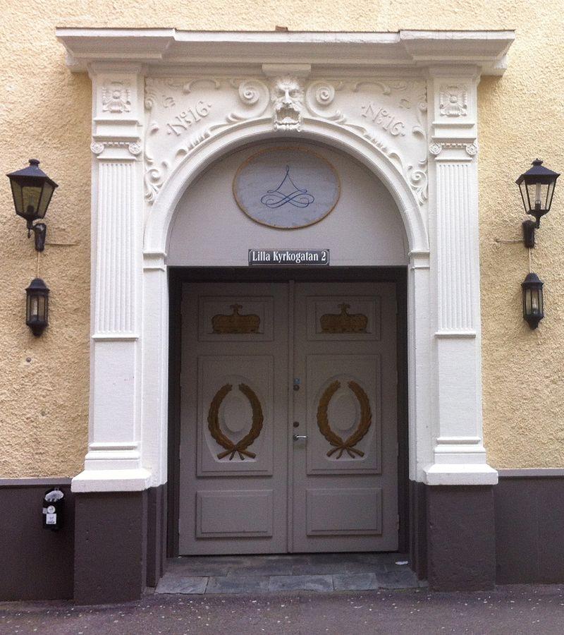 Porten till Lilla Kyrkogatan 2.