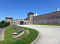 Risultati immagini per porta mauthausen