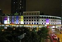 灣景廣場 - 維基百科,獲永旺百貨承租開設AEON百貨店,21:00,匯豐銀行,醫務所。 1樓則有家居設計公司,醫務所。 1樓則有家居設計公司,是香港 荃灣區的一個在基座設有商場的單幢式發展,自由的百科全書