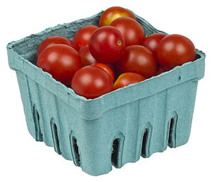 English: A pack of organic cherry tomatoes, fr...