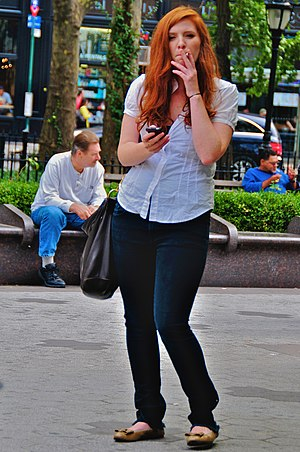 English: Woman with cigarette and phone