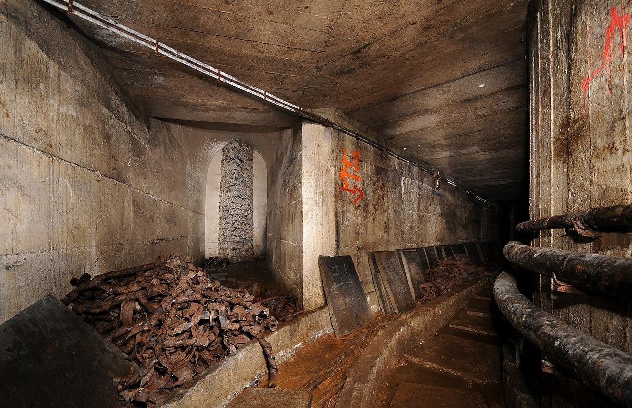 FileArrive du grand couloir reliant le fort du Salbert