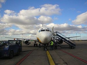 English: A Ryanair 737-200 airliner on the gro...
