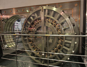English: Old bank safe at 52 Champs Elysées, P...