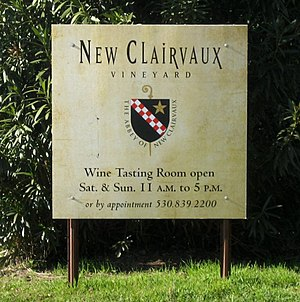 English: Wine tasting sign outside of New Clai...