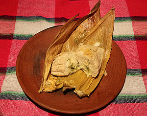 English: Tamale with chicken and salsa verde f...