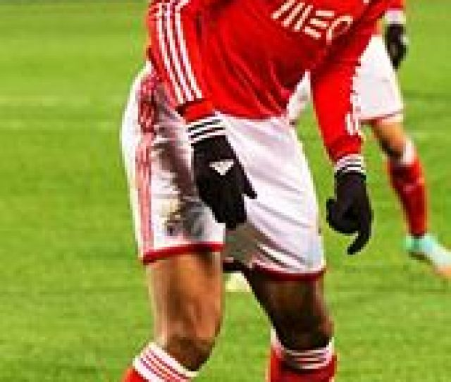 Luisao Playing In The Uefa Champions League In 2014