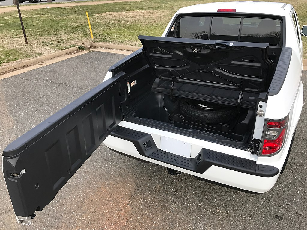 Gross vehicle weight rating (gvwr) (lbs.). File 2014 Honda Ridgeline Rtl Dual Action Tailgate And In Bed Trunk Jpg Wikimedia Commons