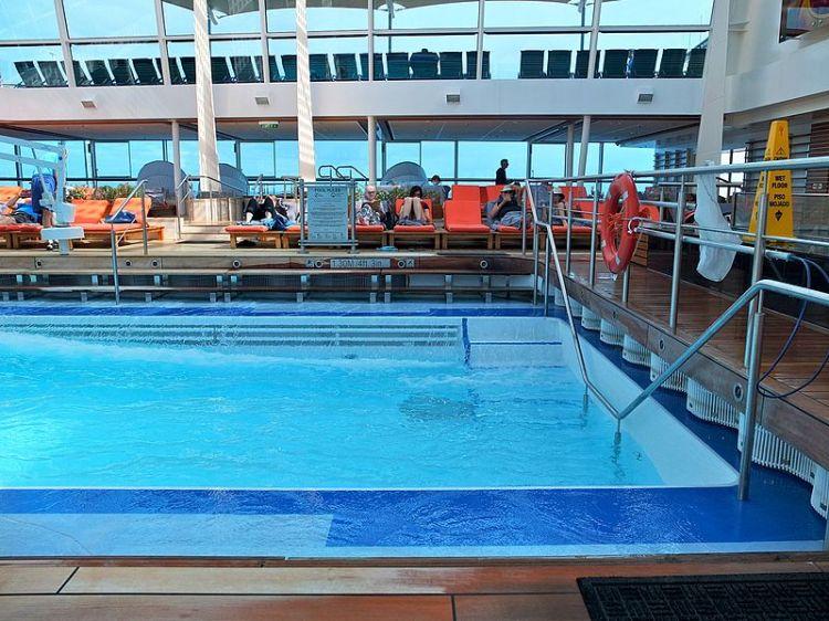 File:2016 02 FRD Caribbean Cruise Celebrity Silhouette Solarium S0408097.jpg