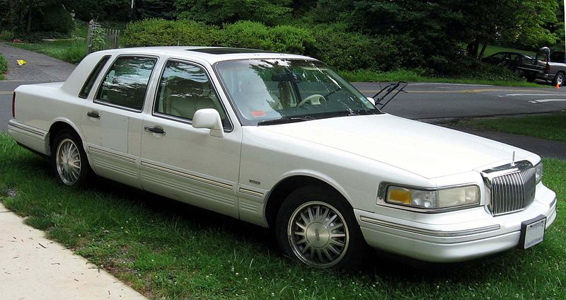 File:95-97 Lincoln Town Car.jpg