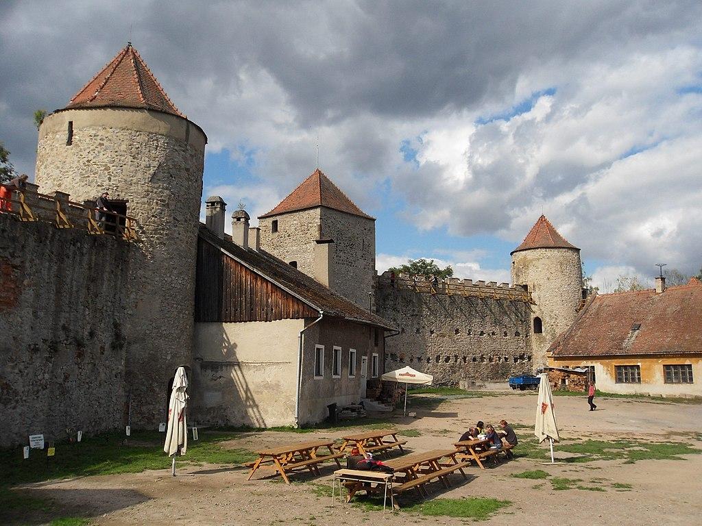 File Brno Bystrc Hrad Veveř 237 18 Jpg Wikimedia Commons