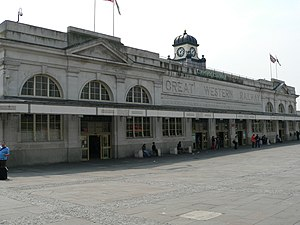 English: The main front of Cardiff Central rai...