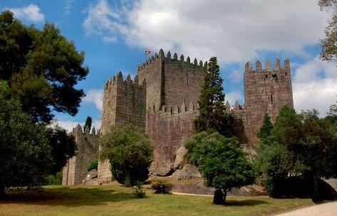 Castillo de Guimaraes ca. 1910, en donde Enrique de Borgoña fijará su residencia.