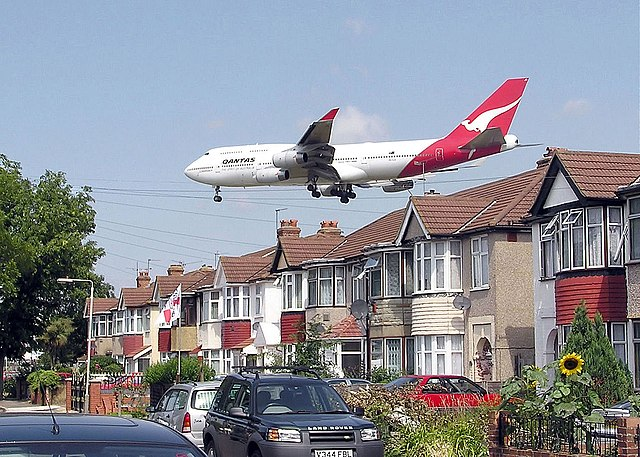 The body was discovered in Portman Avenue, Mortlake, The street lies directly under the flight path for Heathrow.  Photo: Wikipedia