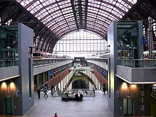 http://nl.wikipedia.org/wiki/Bestand:Antwerpen_centraal_station.JPG