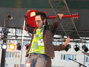 Aaron Barrett of Reel Big Fish playing at Wayn...