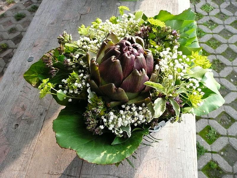 FileArtischocke in BlumenstrauJPG  Wikimedia Commons