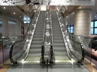 File:HK TST 香港藝術博物館 Art Museum interior Schindler escalators.JPG