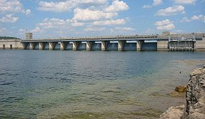 Table Rock Dam that forms Table Rock Lake in B...