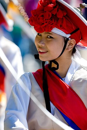 English: A Korean traditional female dancer sm...