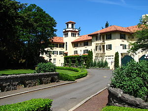 English: The Columbia Gorge Hotel at 4000 West...