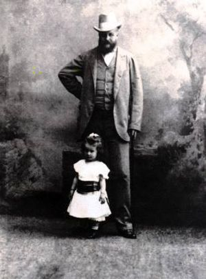 Lanckorońska as a child, with her father