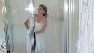 English: woman with a towel in a shower Cymrae...