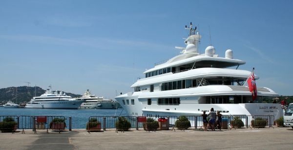 Luxury yacht - Wikipedia