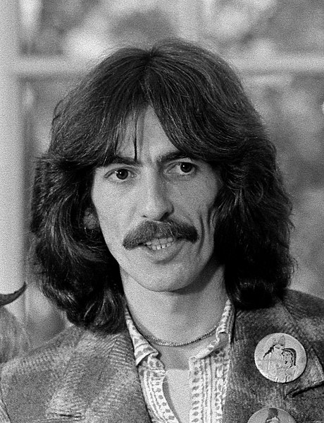 Archivo:George Harrison 1974.jpg