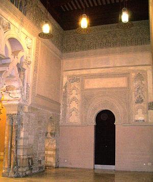 Salón dorado de la Aljafería (noche)