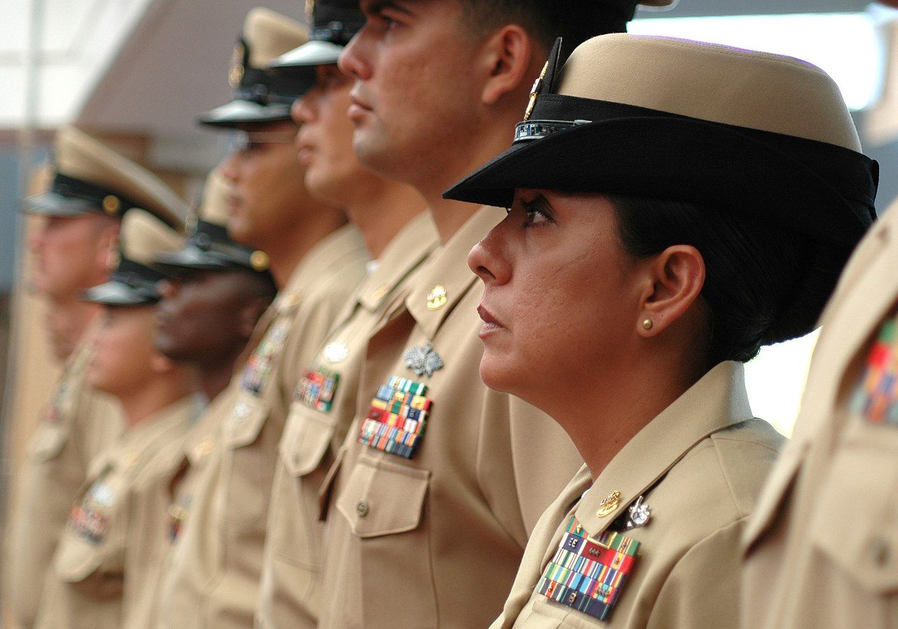File:US Navy 060915-N-4965F-023 Chief Master-at-Arms. Karla Thompson. stands along side of her new fellow chief petty officers during a pinning ...