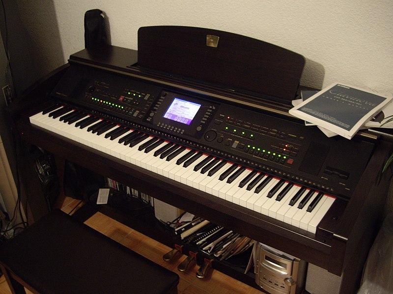 Yamaha Clavinova (dari Wikipedia)