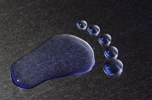 Deutsch: Fußabdruck modeliert aus Wasser und T...