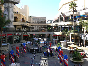Kodak Theatre entertainment and shopping compl...