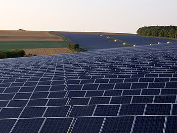 English: Photovoltaic system with 19 Megawatts...