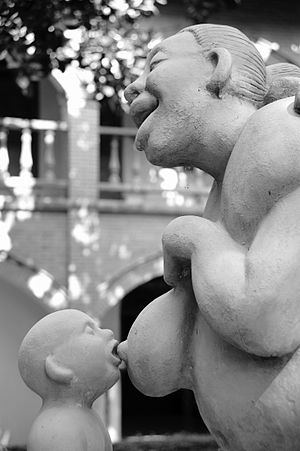 English: A statue of a kid drinking milk from ...