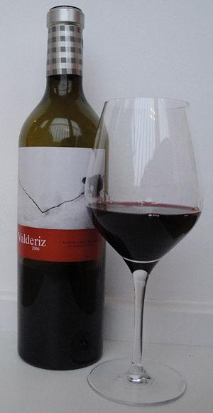 English: 2006 Valderiz, a wine from Ribera del...