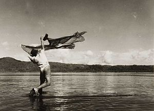 English: Fisherman throwing a a cast net Neder...