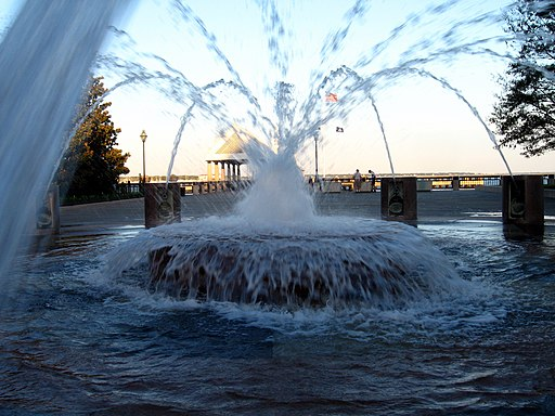 Charleston-SC-Waterfront-Park-fountain