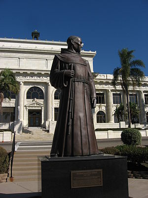 English: Statue of Father Junípero Serra. Vent...