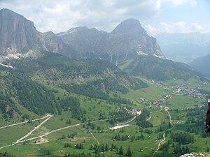 Deutsch: Corvara und die Berge Magyar: Corvara...