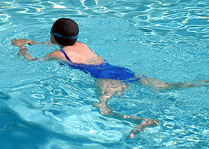 English: A breaststroke swimmer, in a hotel sw...