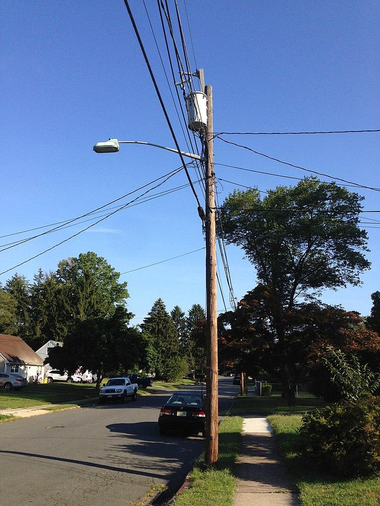 File 2014 08 30 08 33 57 Utility Pole And Street Light