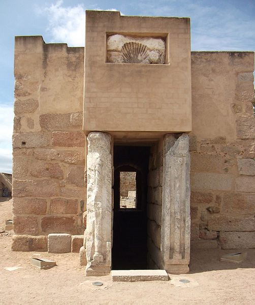File:Aljibe de la Alcazaba de Mérida.jpg